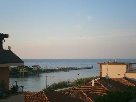 Hotel Marselli: Che fascino quelle casette sul fiume Marecchia!