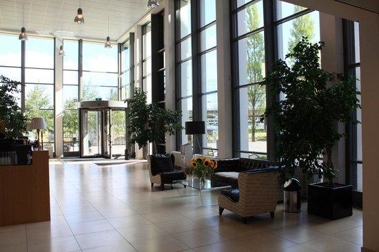 Amsterdam ID Aparthotel: Холл отеля