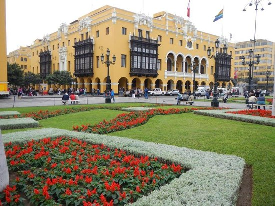 TaxiLimaPeru Private Tours: Downtown Lima, one of the Federal building
