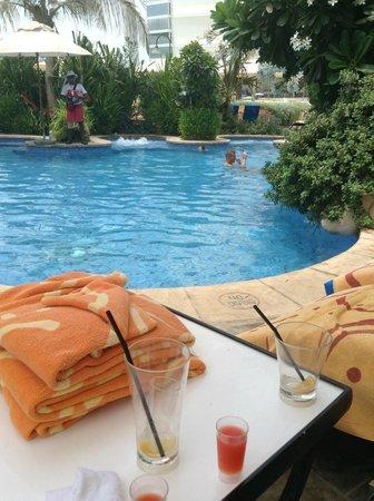 Jumeirah Beach Hotel: Executive Pool