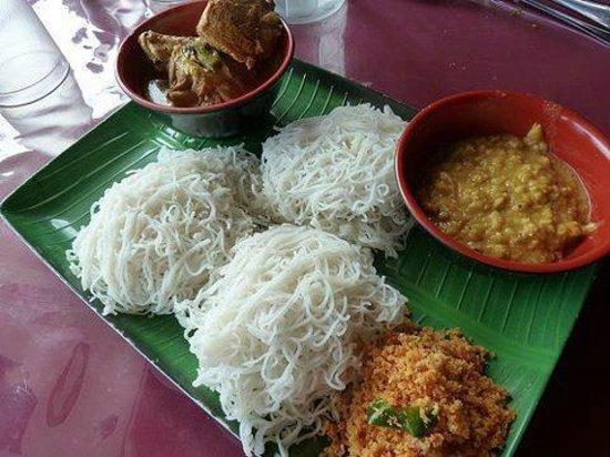 Plantation Surf Inn: sri lankan breakfast