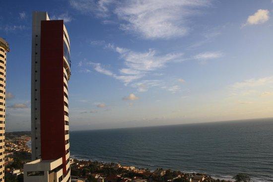 Quality Hotel & Suites Natal: Vista da varanda em direção a Via Costeira