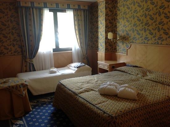 Spinale Hotel: camera molto spaziosa