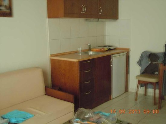 Petousis Apartments : Coin kitchinette si vous désirez manger dans la chambre