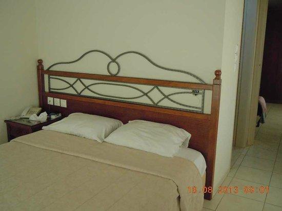 Petousis Apartments : Côté chambre