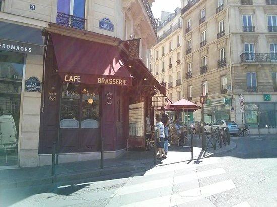 Au Petit Suisse: A fachada