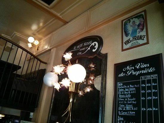 Au Petit Suisse: Dentro do restaurante