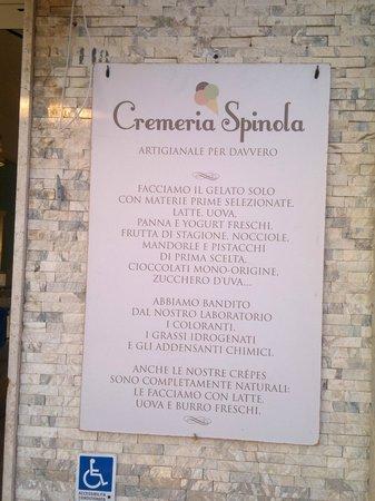 Cremeria Spinola : Il cartello all'esterno. Un imepgno che fa la differenza