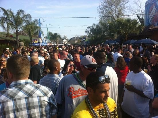 The Tiki Bar: Wall-to-wall people at Opening Day in April