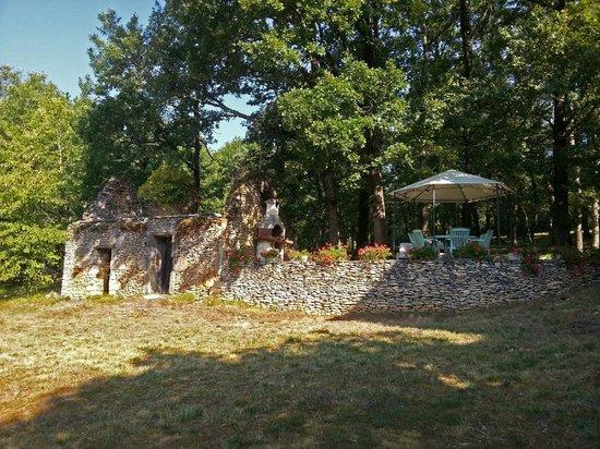 Les Feuillantines : le coin sieste et barbecue