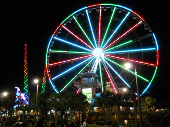 Paradise Resort: SkyWheel at night