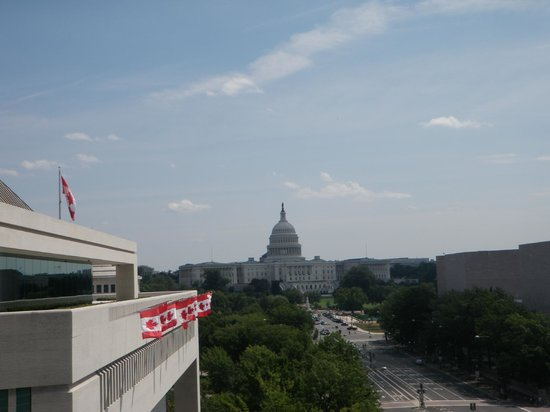 Newseum: View up Pennsylvania Ave