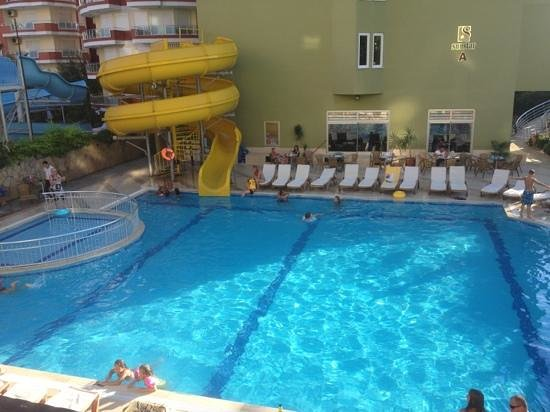 Sun Star Beach Hotel: бассейн вечером