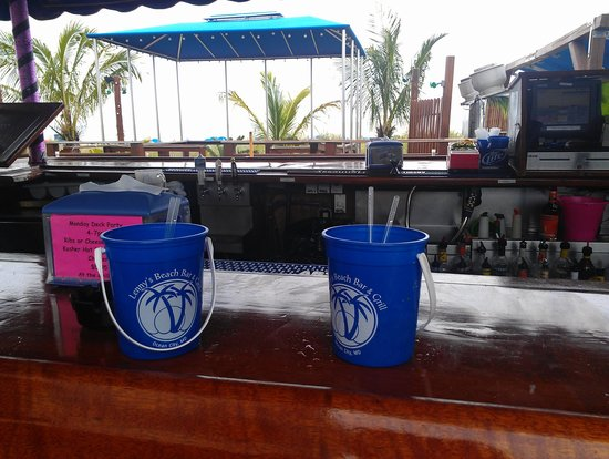 Clarion Resort Fontainebleau Hotel - Oceanfront: tiki bar bucket drinks