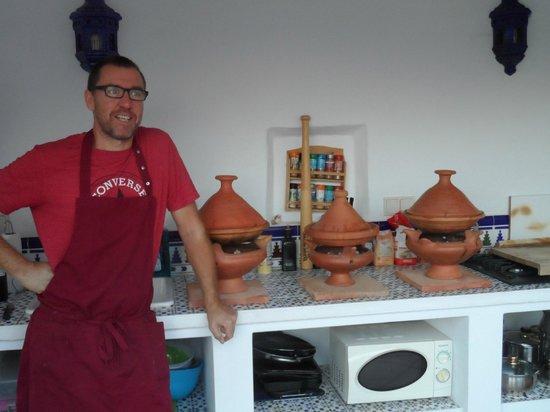 """Casa El Algarrobo : """"Chef"""" Wim maakt lekkere tajines klaar"""