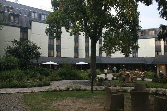 Hotel Schaepkens van St Fijt: Hotel and front patio