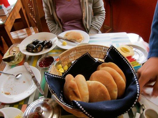 Hospedaje Turistico Recoleta: Great breakfast with bread and jam!