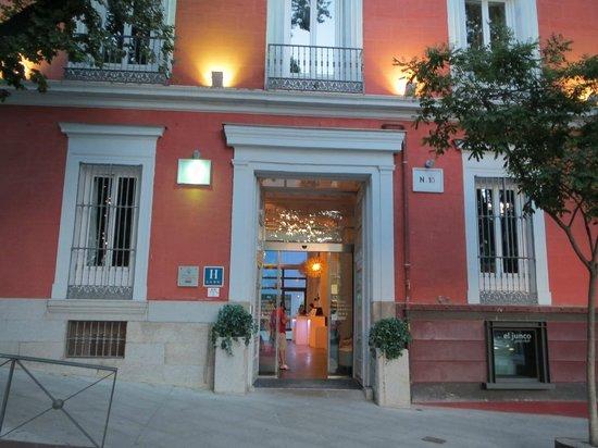 Petit Palace Santa Barbara: Entrance