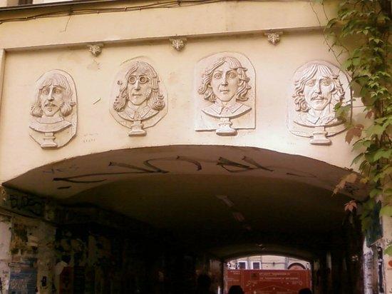 The Pushkinskaya 10 Art Center: I quattro Guru di Liverpool
