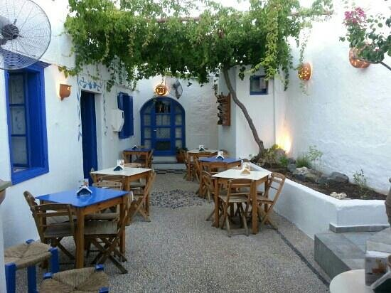 Gelo Blu: courtyard