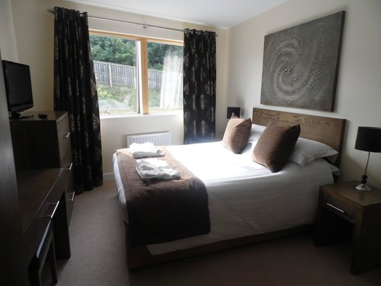 The Sands - Sea Front Apartments: Bedroom.