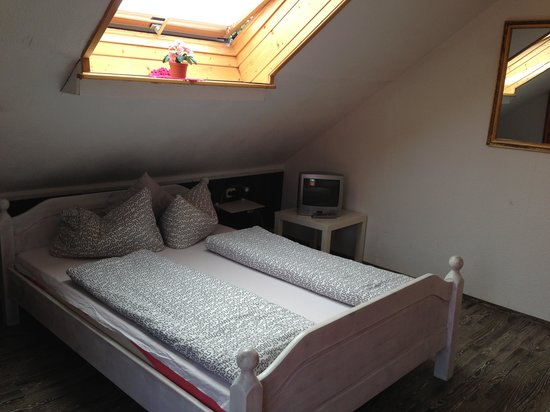 House L.A.: Room 7: Double bed + sky light