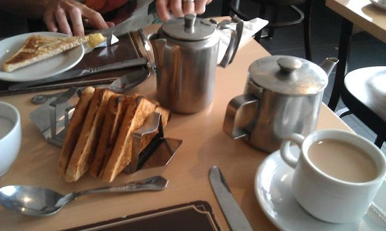 Mountview: tea n toast at breakfast