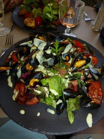Creperie Les Tilleuls : la fameuse salade de moule a la creme.....un delice
