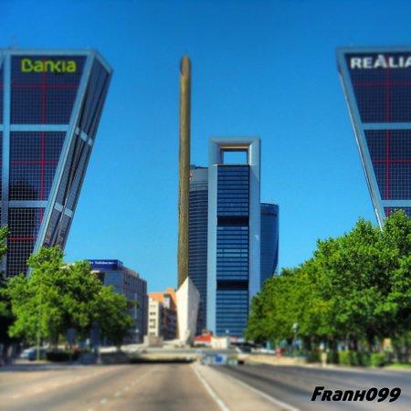 Torre pwc y torre bankia fotograf a de cuatro torres - Puerta europa almeria ...