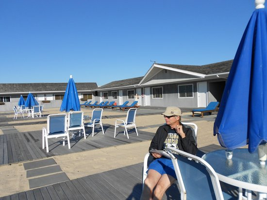 White Sands Resort: Nice quiet place to enjoy oceanfront reading