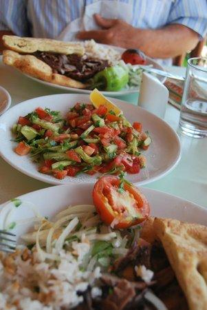Adana Sofrasi: le kebap et salade