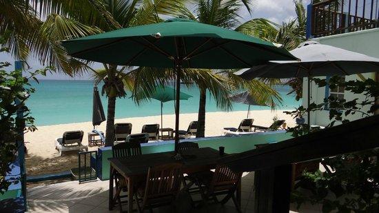 The Azure Hotel: vista desde la suite garden 7