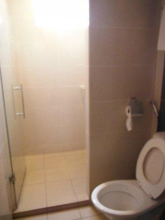 1 City Hotel: La douche assez grande
