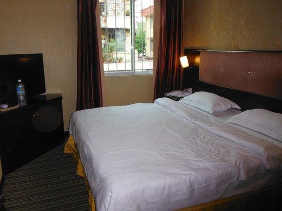 1 City Hotel: Grand lit