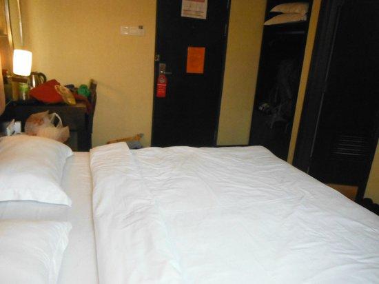 1 City Hotel: Lit king-size