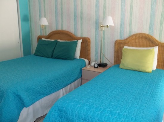 Anna Maria Motel & Resort Apartments: 1 bedroom unit that sleeps 5, with a queen,twin and sleeper sofa and full kitchen