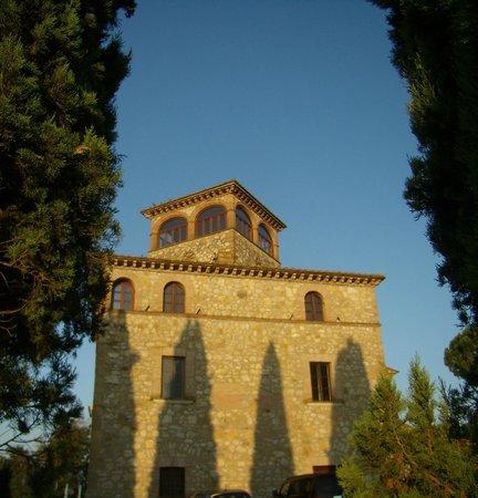 I Segreti del Borgo : Il 'castello' con le camere e la suite con la torretta