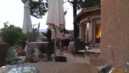 Hostellerie du Val de Sault : Speisesaal ist draussen