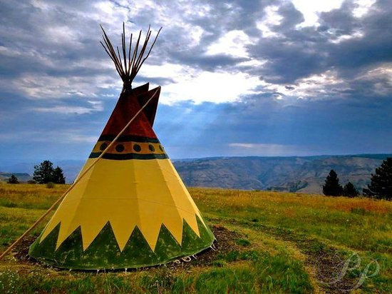 RimRock Inn: Teepee and Joseph Canyon