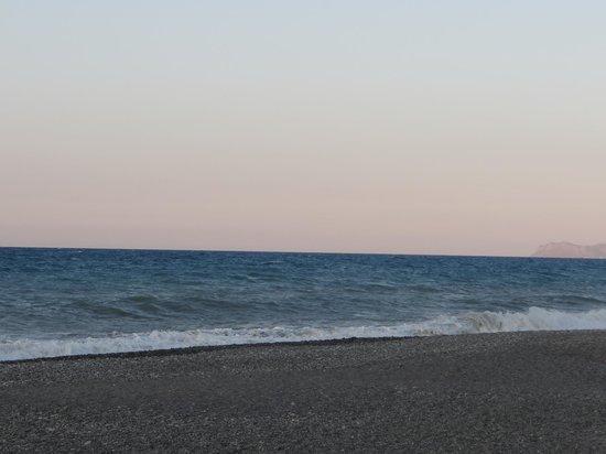 Chryssana Beach Hotel: Море при выходе из отеля