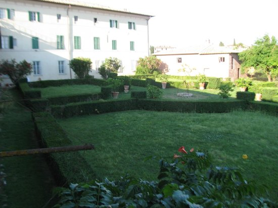 Fattoria di Cavaglioni : The back of the house and grounds