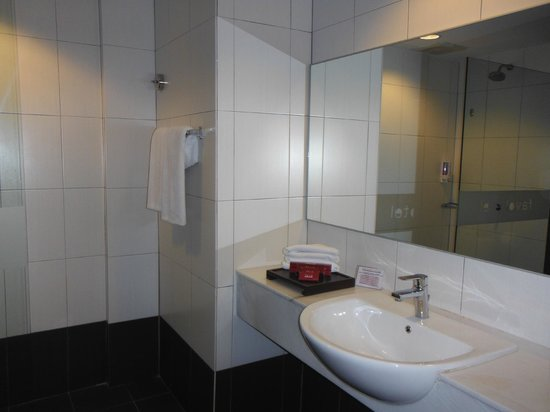 Favehotel Cenang Beach : Salle de bain