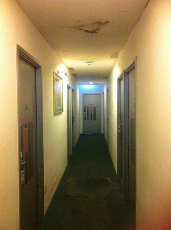 Smart Hotel: corridoio ammuffito