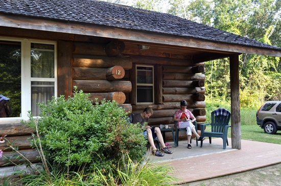Castle Rock Hideaway: Charming, well-kept cabin in the woods.