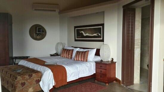 Bezweni Lodge: home