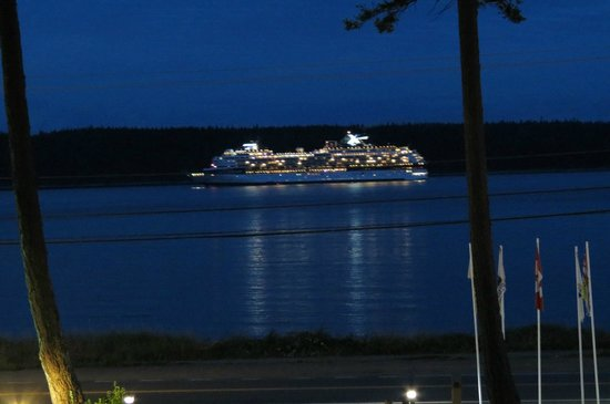 Best Western Austrian Chalet: Cruise ship going by.