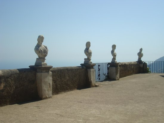 Sorrento Silver Star Tours : Villa Cimbrone iconic busts