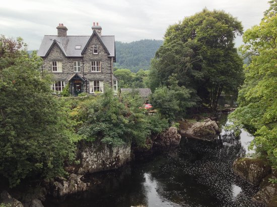 Bryn Afon Guest House: The place