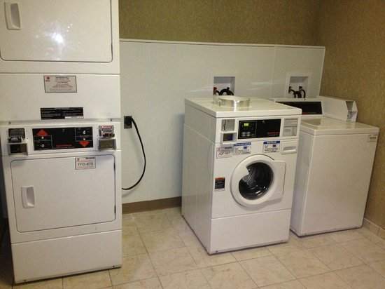 Comfort Inn Lee's Summit @ Hwy 50 & Hwy 291: GUEST LAUNDRY FACILITY