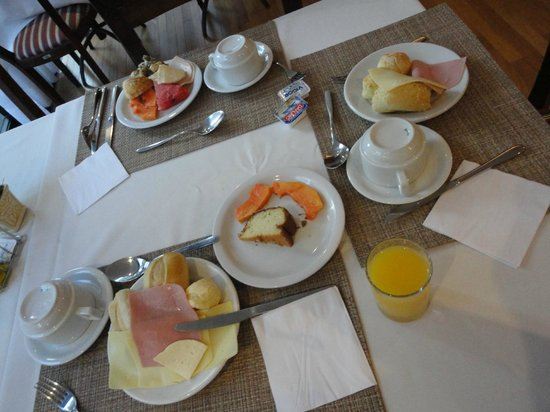 Slaviero Suites Curitiba Batel: cafe da manha
